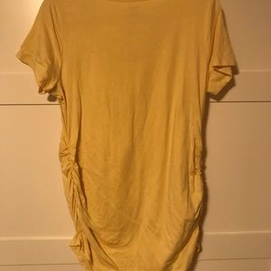 Short sleeve yellow maternity top (rouched top).